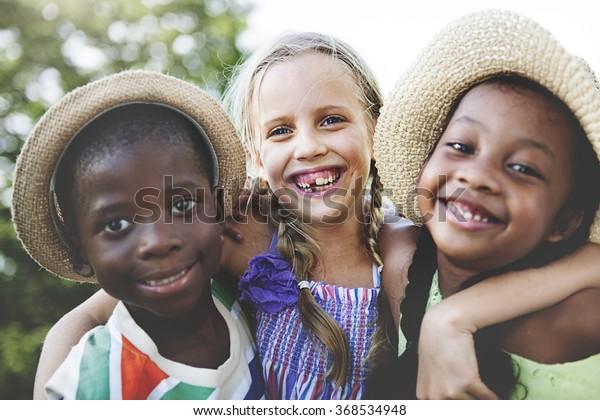 Niños Amistad juntos Concepto de Felicidad Sonriente