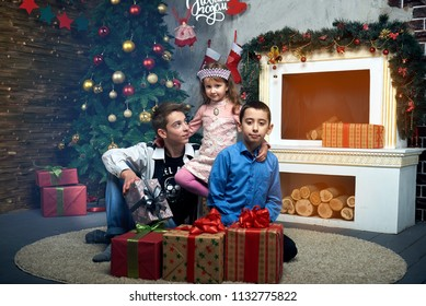 CHILDREN HAPPY CHRISTMAS AND NEW YEAR HOLIDAYS AND GIFTS