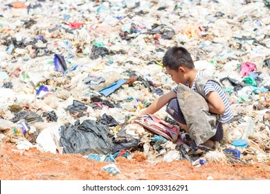 Children are junk to keep going to sell because of poverty, the concept of pollution and the environment,World Environment Day