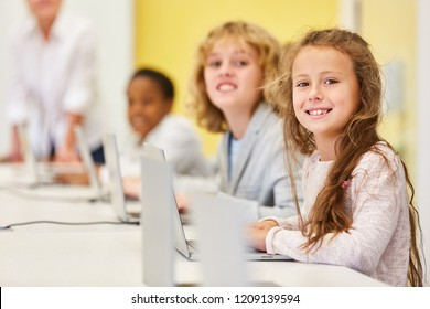 Children learn media literacy and computer science at the elementary school computer