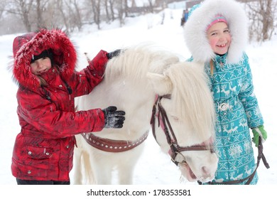 children with the little horse