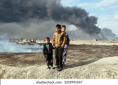 Children near an oil well set on fire by the ISIS to slow down the coalition's advance, the fire was extinguished.Qayyarah (IQ) 2016/Nov/26