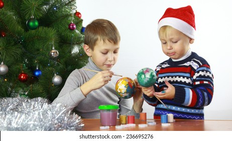 children paint Christmas balls