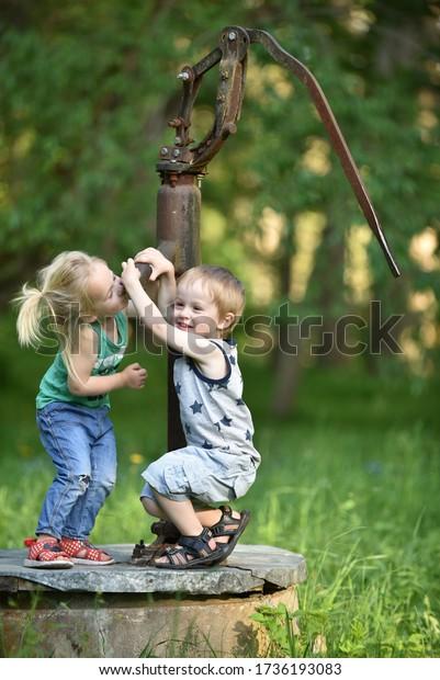 children-play-old-water-pump-600w-173619