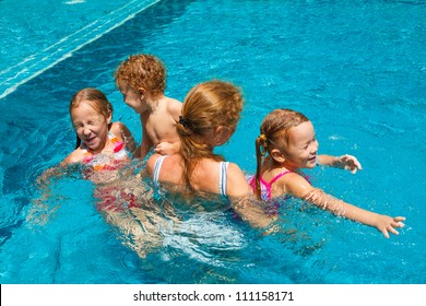 children play in the pool with his mother