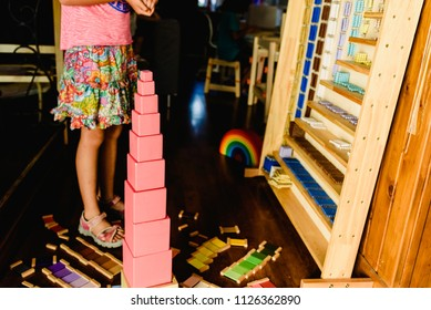 Children playing with pink tower in a Montessori class