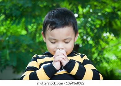 Children pray to God.