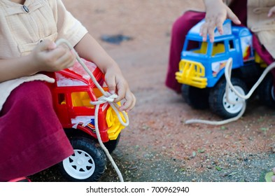 Children are tied with rope toy car.