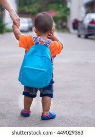 Children are walking on the street,going nursery school