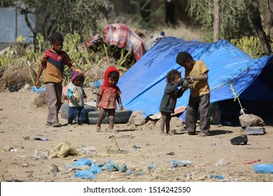 Children and women living in the outdoors in al-Kudha camp in the west  of Taiz city after being displaced by  al-Houthi militia from their homes / Taiz,Yemen.09/02/2017 .