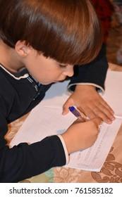 children write in notebook