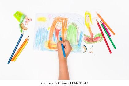 Die Kreativität der Kinder auf dem Papier. Zeichnen mit Bleistiften. Textstelle