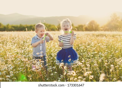 Childrens going in spring field