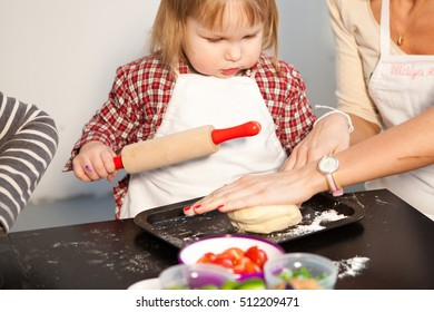 Children's master class in cooking pizza