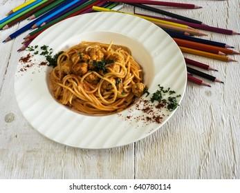 Children's menu: Spaghetti with chicken meatballs and tomato sauce