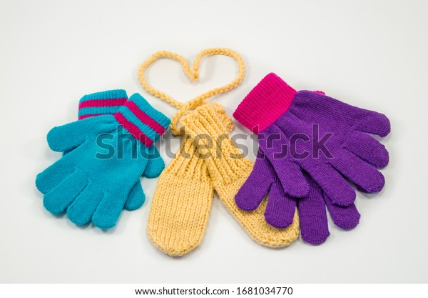 childrens-multicolored-knitted-mittens-m