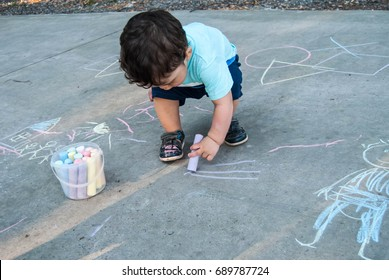 Child's drawing house chalk