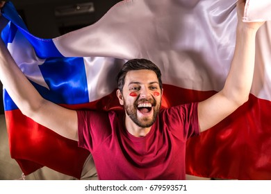 Chilean fan holding the national flag
