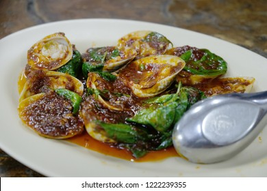 Chili paste clams. Steamed clams is a seafood dish consisting of various types and preparations of clam which are cooked by steaming according to local custom in various countries.