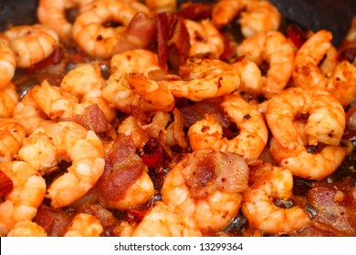 Chili shrimps with bacon, garlic, spices and lemon grass