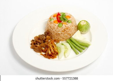 Chili-spicy dip fried rice with ground pork, fluffy catfish, salted eggs, and served with an array of Thai vegetables.
