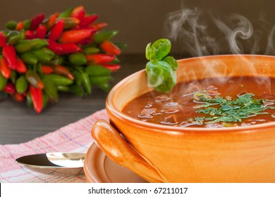 Chilli con carne with beef in a clay pot