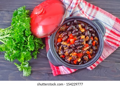 Chilli con carne with red pepper and black beans