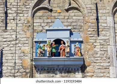 Chimes and puppet show of the Cheese Weigh-house symbolizes the granting of the town rights by Count Floris V in 1272. It chimes 2 minutes after the full and half hour, city of Gouda, Netherlands.