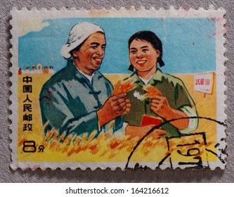 CHINA - CIRCA 1969:A stamp printed in China shows image of intellectual youth in countryside,circa 1969