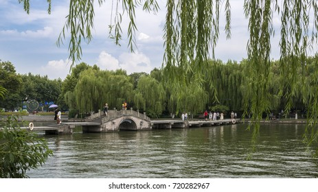China, Hangzhou - in August 11, 2017: China Hangzhou West Lake Scenic Area, visitors are to play.