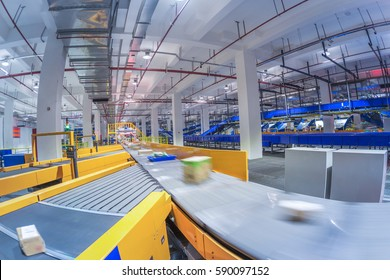 In China, large-scale logistics sorting center line interior
