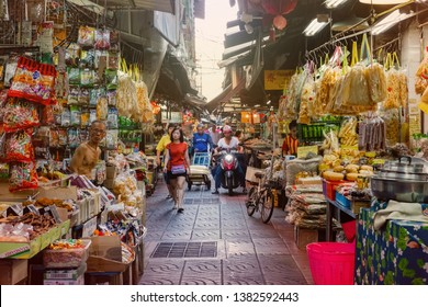 CHINATOWN, BANGKOK - APR 28 : Local grocery shop at chinatown old market on April 28, 2019 in Bangkok, Thailand. Chinatown is one of the most famous landmark in Bangkok.