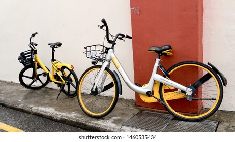 Chinatown,Singapore – March10, 2018: ofo and obike sharing bicycles parking on pagoda street in Singapore, on March10, 2018.oBike ceased operation on 25 June 2018 in Singapore.