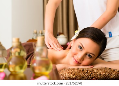 Full Body Massage Images, Stock Photos & Vectors ...