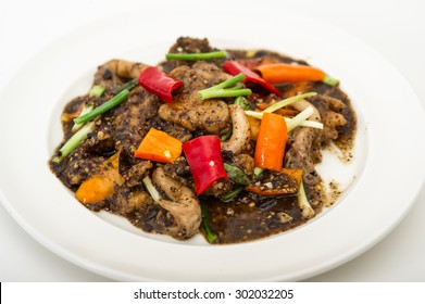 chinese black bean beef stir fry,Pan of the chicken, pepper, mushroom, onion and tomato,Sizzling beef with black pepper