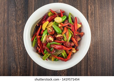 Chinese cuisine, a bowl of delicious green pepper crayfish