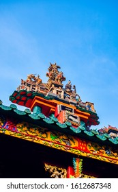 "Chinese decorations on the roof of  Quan Am pagoda or On Lang Club house (""Hoi quan On Lang"")"