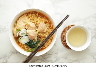 Chinese food, Wanton noodles with spinach and scallion