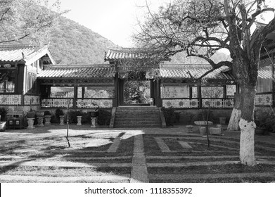 Chinese garden of a Buddhist Temple (Lijiang, Yunnan, China)
