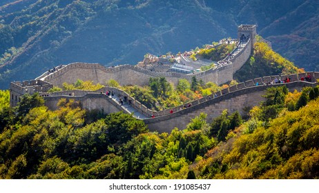 Chinese Great Wall in a Crowded Day