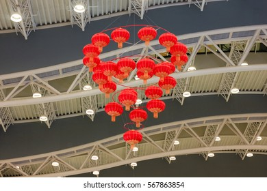 Chinese lanterns. Making the ceiling. Chinese New Year.