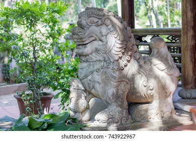 chinese lion temple guardian