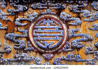 Chinese longevity symbol made of ceramic