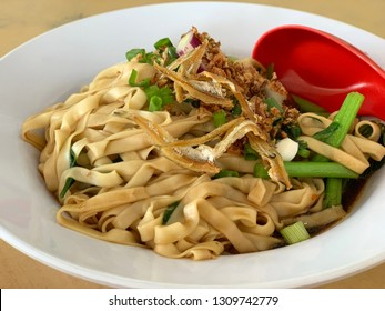 Chinese mee pok noodles