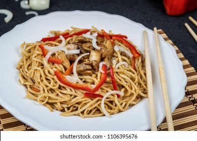 Chinese noodle with chicken meat and vegetables