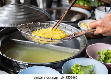 chinese noodle cooking