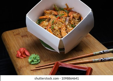 Chinese Noodle with shrimps and vegetables in box to take away. Delicious chinese fast food with healthy ingredients. Organic meal for gourmand.