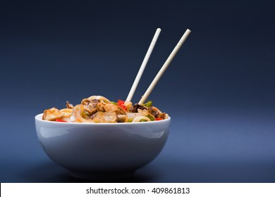 Chinese noodles with a chicken and vegetables