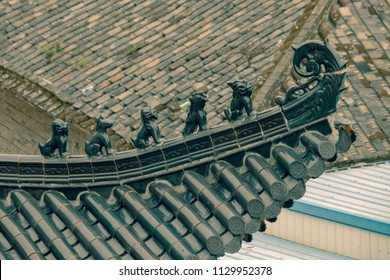 Chinese Qilin statues on roof