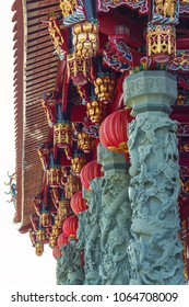 Chinese temple with columns in the form of dragons